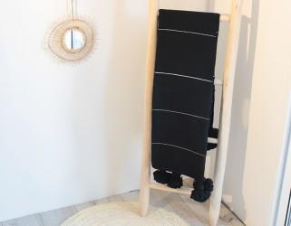 Plaid coton noir à pompons