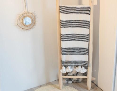 Plaid coton à pompons rayures noires