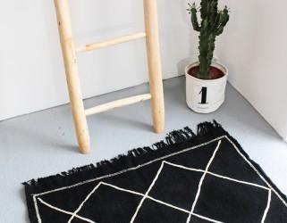Tapis artisanal Kilim noir laine